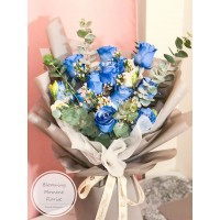 Gradient Light Blue Rose Bouquet with Greenery